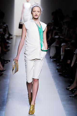 Bottega Veneta spring summer 2010 - shocks of bright colours combined with pale skin tones gives a modern sophistication