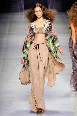 Etro spring summer 2010 - play of colours on pale skin tone
