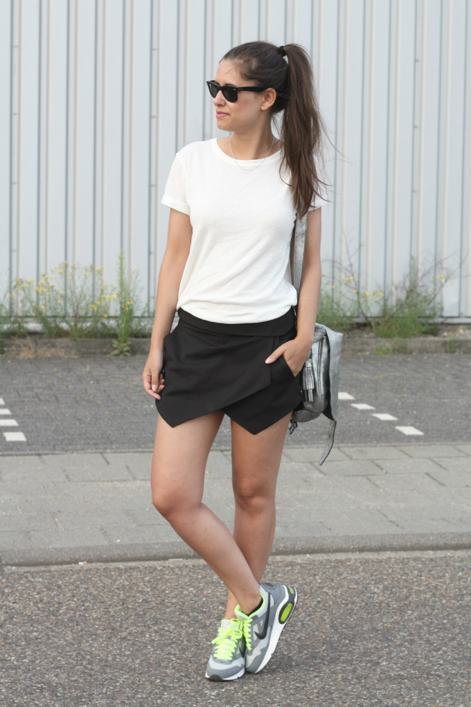 Outfit-nike-air-max-zara-black-skort fashion land | FAMUSHU